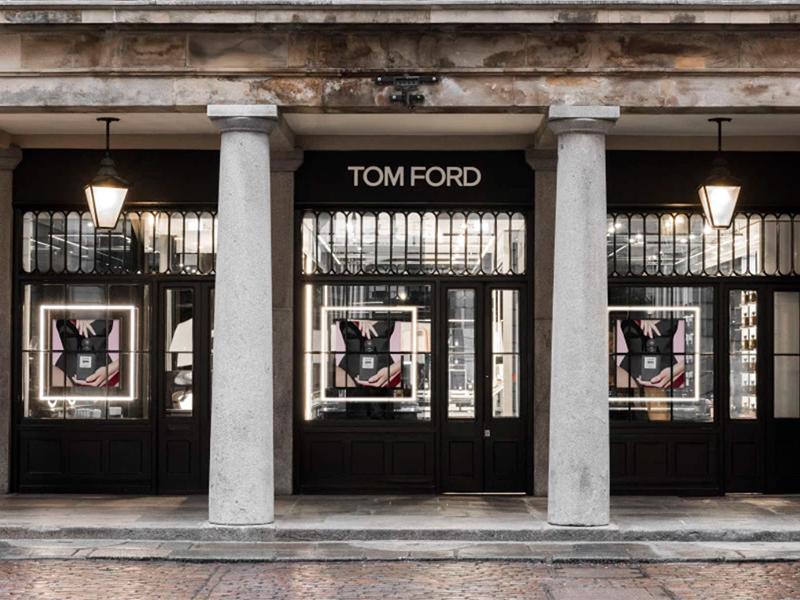 dd2d59e77a La marca creada por Tom Ford y que lleva su mismo nombre, abrió su primera  y extraordinaria tienda especializada únicamente en productos de belleza y  ...